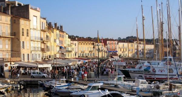 El puerto de Saint-Tropez es famoso en el mundo entero