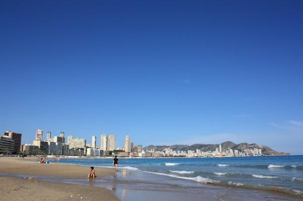 Turistas españoles se quedan en casa en verano