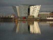 El Barrio Titanic de Belfast, conmemorando la construcción del mito
