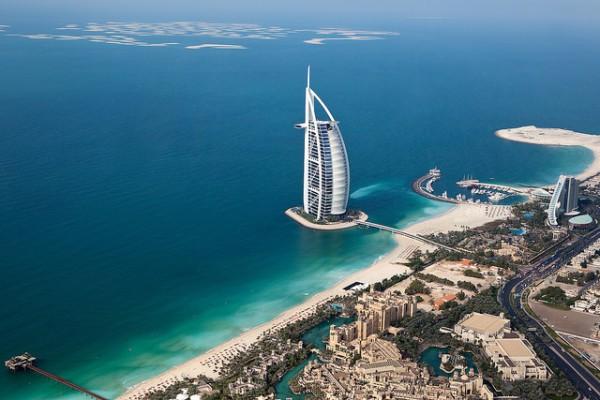 El hotel Burj al Arab es uno de los edificios más conocidos de Dubai