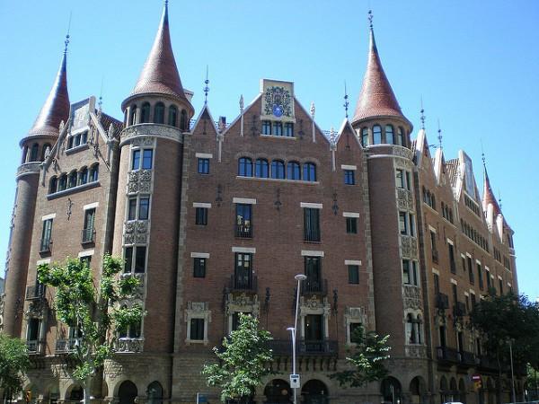 La Casa de les Punxes es un singular edificio de Barcelona