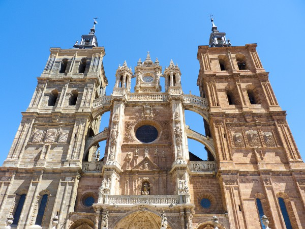 Fachada principal de la Catedral de Astorga