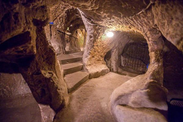 Derinkuyu es una impresionante ciudad excavada bajo el suelo