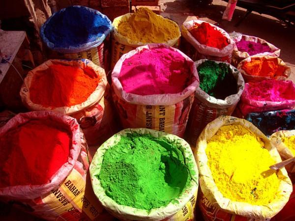 Los polvos de colores, parte fundamental de la fiesta del Holi