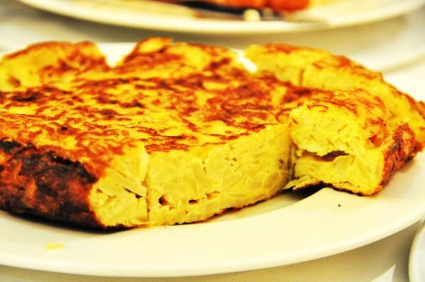 La tortilla de patatas es una de las maravillas gastronómicas españolas