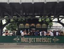 Burgermeister, la hamburguesería de Berlín que ocupa un antiguo baño público