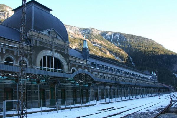 Canfranc, estación abandonada en la frontera española francesa