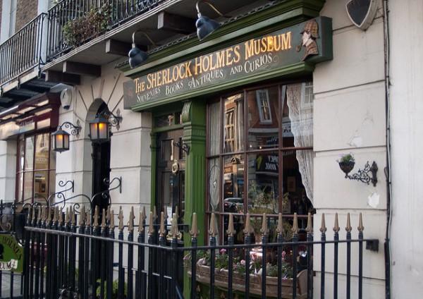 Fachada principal de la casa de Sherlock Holmes