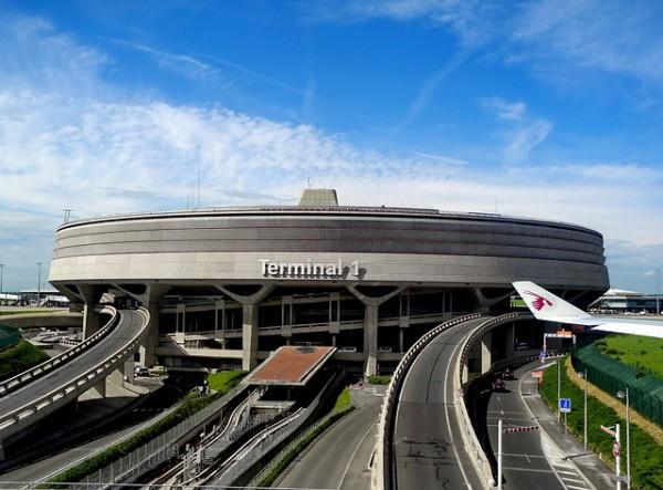 Francia anuncia una tasa aérea para financiar un proyecto de tren rápido