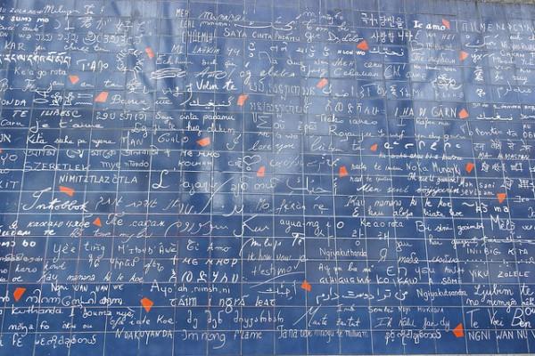"""El muro de los """"Te quiero"""", en el barrio parisino de Montmartre"""