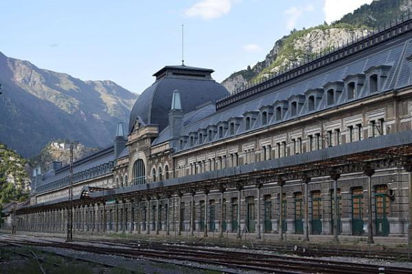 Canfranc, una de las estaciones de tren más bonitas de España