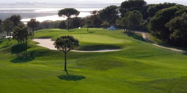 El campo de golf de El Rompido fue diseñado por Álvaro Arana