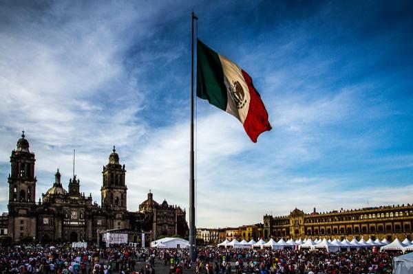 La Plaza de la Constitución es el corazón de Ciudad de México