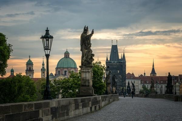 Puente Carlos, el más famoso de los puentes de Praga