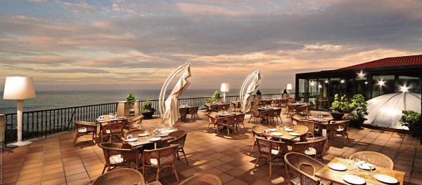 Terraza exterior hotel talaso atlantico