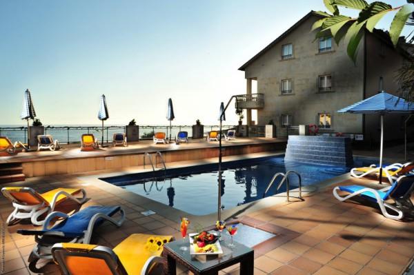 piscina exterior hotel talaso atlantico
