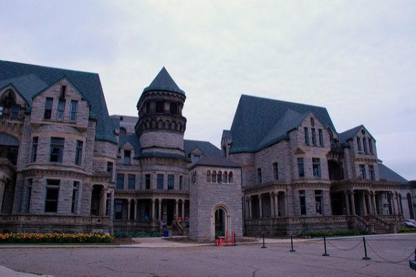 Ohio State Reformatory parece por fuera más un palacio que una cárcel