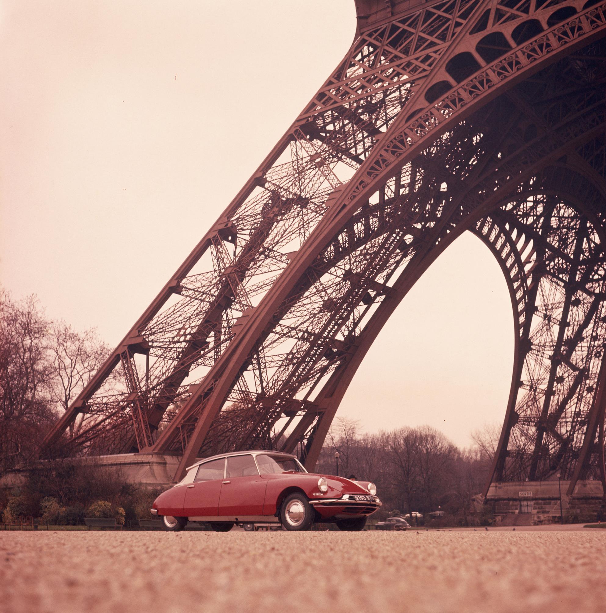 Una visita a París a bordo de un DS clásico y con chófer es posible este verano
