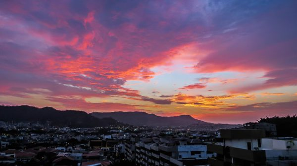 Ecuador quiere impulsar las conexiones aéreas internacionales