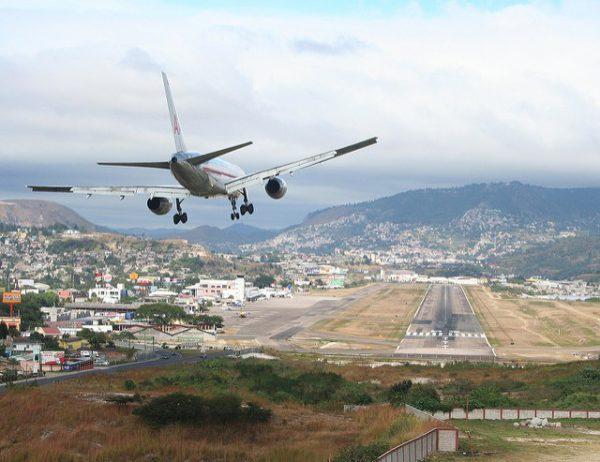 Cinco de los aeropuertos más peligrosos del mundo