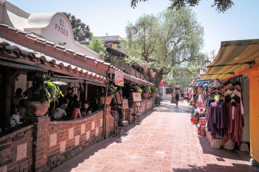 Olvera Street, un sitio emblemático para conocer durante las vacaciones en Los Ángeles
