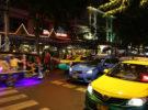 El mercado nocturno de Patpong, uno de los más famosos de Tailandia