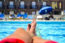 Los pequeños 'pecados' de los españoles en los hoteles: las normas que nos saltamos