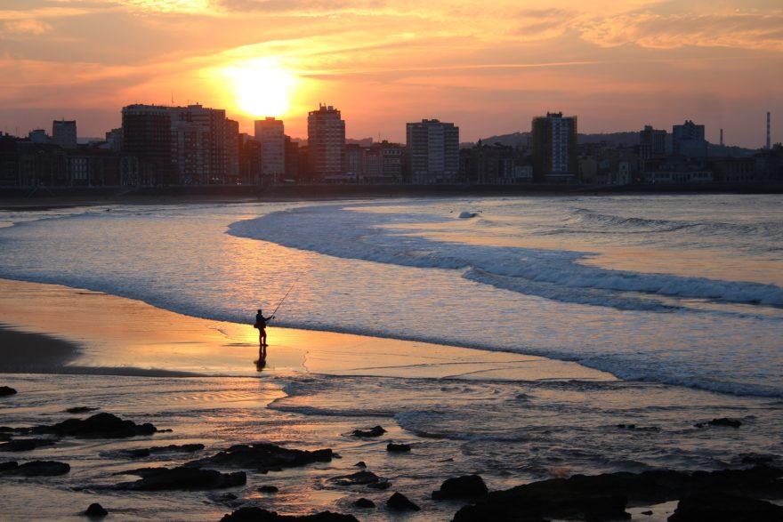 Los mejores planes para conocer Gijón durante el otoño, un destino excelente