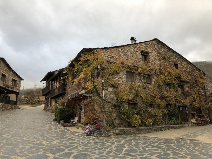 Valverde de los Arroyos es uno de los pueblos más bonitos de España