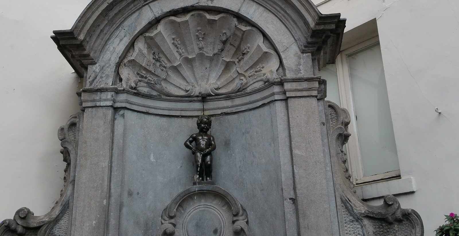 Manneken Pis Bruselas Estatua
