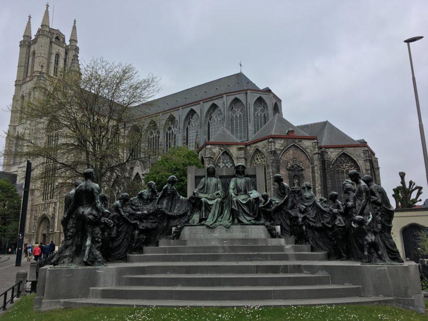 Monumento a Van Eyck en Gante