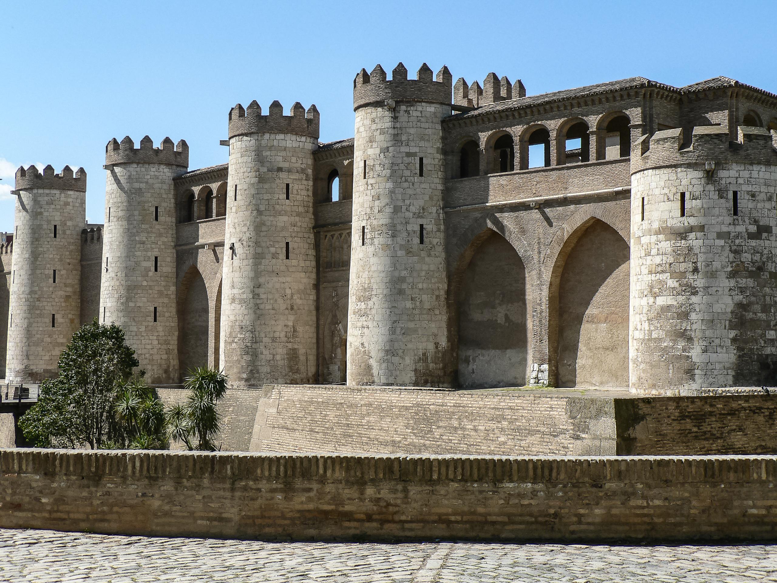 Palacio Aljaferia Zaragoza Wikimedia