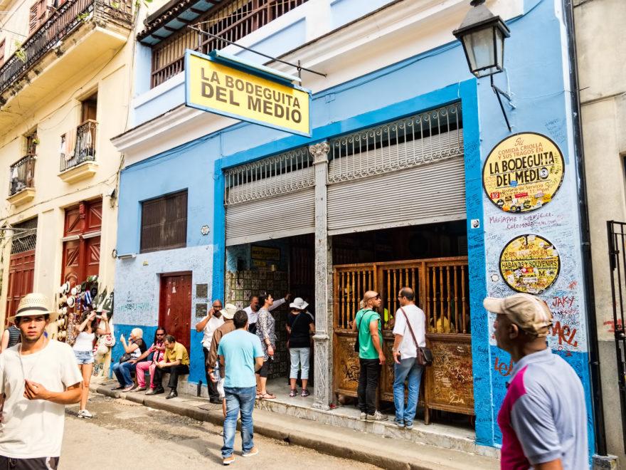 La Bodeguita del Medio es el bar famoso de los mojitos cubanos