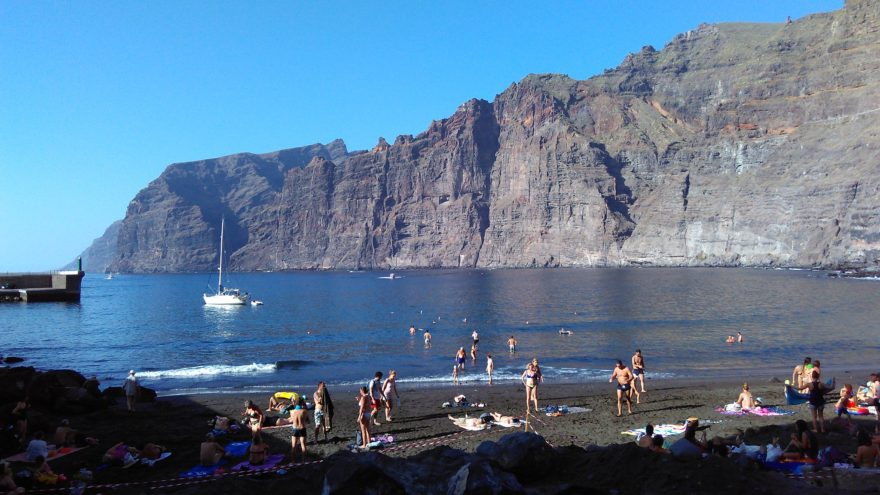 La Playa de los Guíos y los espectaculares acantilados