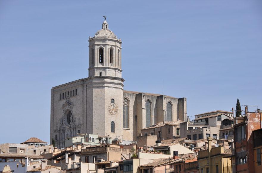 Vista de la Catedral Girona por encima de la ciudad