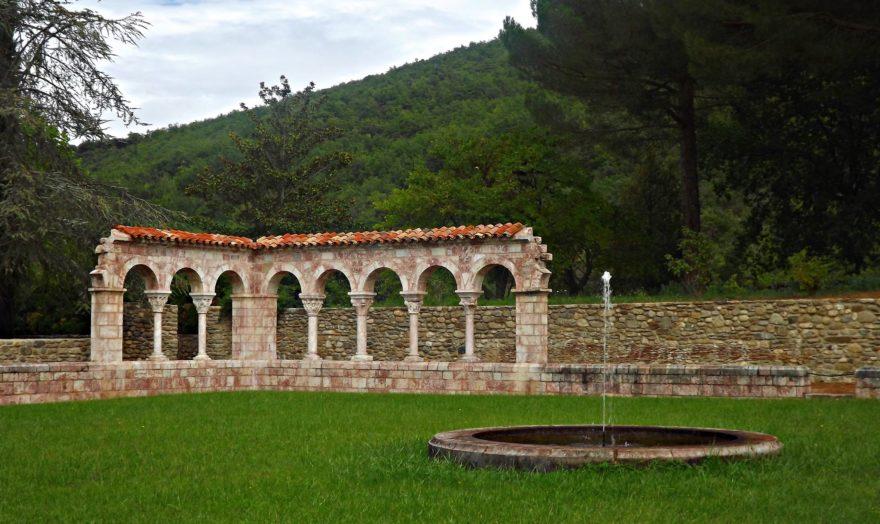 El Monasterio de San Miguel de Cuixa es un monumento histórico de los Pirineos