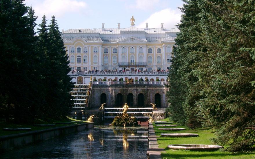 El Palacio Peterhof de San Petersburgo fue la residencia de los zares
