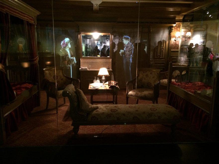 Recreación de un camarote del Titanic en su museo en Belfast
