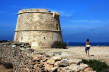 Formentera: las torres defensivas que miran al mar