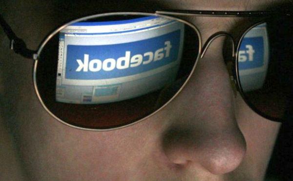 Facebook también vigilará los posts y las conversaciones de chat buscando actividades ilegales