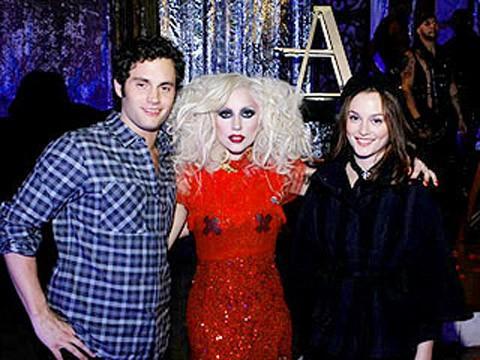 Lady GaGa con Leighton Meester y Penn Badgley