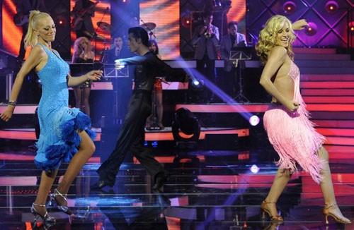 Belen Esteban bailando con Edurne