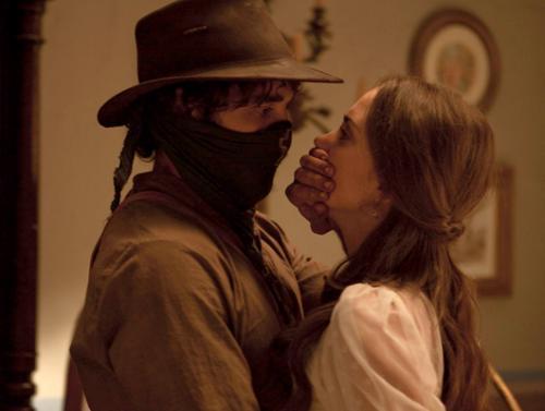 Almudena descubre que César es un bandolero en Tierra de Lobos