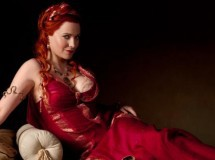 Lucy Lawless ficha como villana para No ordinary family