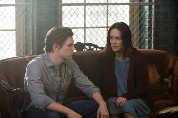 La tercera temporada de American Horror Story seguirá contando con Sarah Paulson y Evan Peters