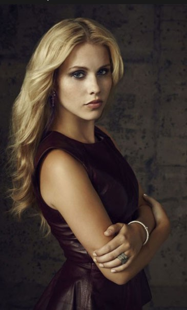 Claire Holt (Rebekah) también se une al spin-off de The Vampire Diaries