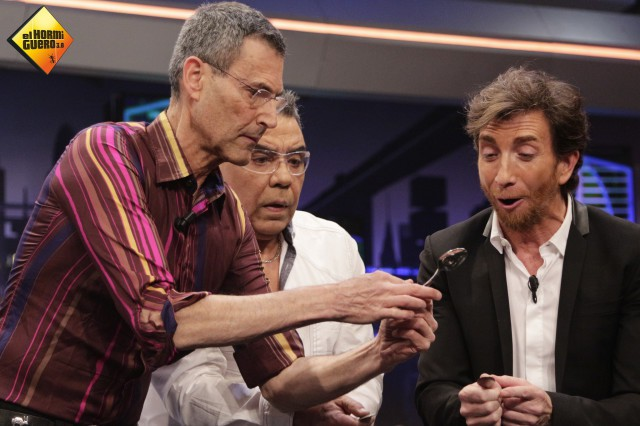 Uri Geller revoluciona las redes sociales en su visita a El hormiguero