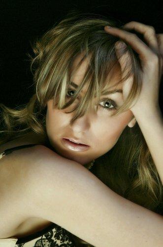 Encarna Navarro, la participante sorda de Operación Triunfo 2006, se desnuda en Interviú