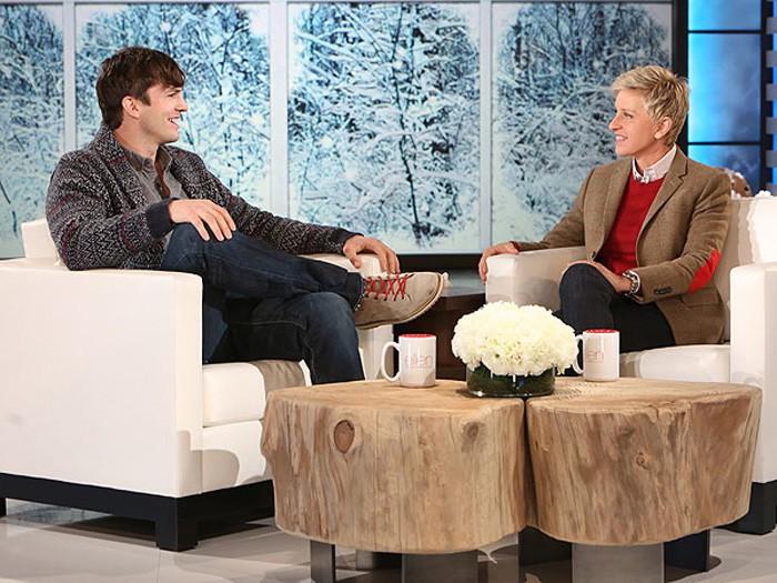 Ashton Kutcher deja caer el regreso de Charlie Sheen a Dos hombres y medio