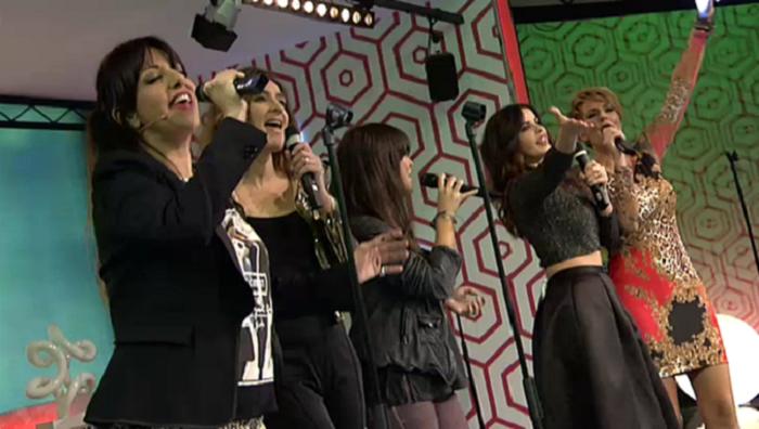 Las chicas de Hable con ellas cantan junto a Vanesa Martín